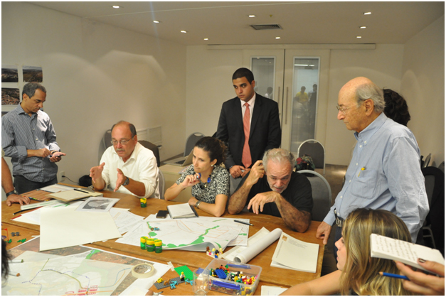 PPS' Gary Toth explaining how the Streets of Fazenda Paranoazinho can both support place and serve as Streets as Places.