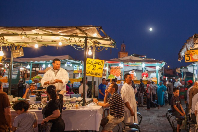 Market vendors offer their goods to locals and passersby in Jamaa-el-Fna in Marrakesh | Image by SuperCar-RoadTrip.fr